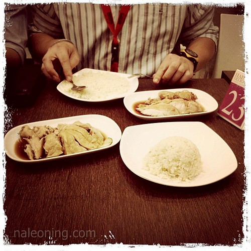 5598018402 16c1bb4a7a Food: Hainanese Delights Barbeque & Chicken Rice