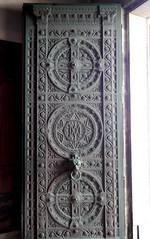 Marseille (Bouches du Rhne), un des deux battants de la porte d'entre de Notre Dame de la Garde (Marie-Hlne Cingal) Tags: door france marseille puerta paca porta porte 13 tr notredamedelagarde bouchesdurhne sudest labonnemre