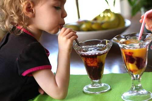 Mango-Berry Swirled Smoothies (Dairy Free) | smoothie recipes | mango recipes | blueberry recipes | strawberry recipes | perrysplate.com