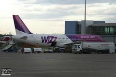 HA-LWD - 4351 - Wizzair - Airbus A320-232 - Luton - 100829 - Steven Gray - IMG_5467