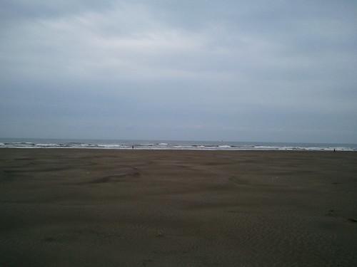 波乗りしに千葉北に到着。外気で寒いから、間違いなく海水はさらに冷たいんだろうなー
