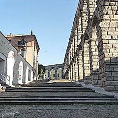 Asombrando al Mundo (pibepa) Tags: calle arquitectura arch y abril sombra panasonic romano escalera segovia len arco arcos castilla piedra 2011 escalinata lumixtz5 dmctz5 pibepa aceducto