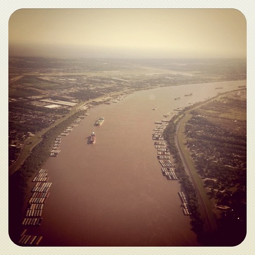 Flying over the Mississippi to New Orleans