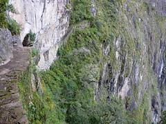 Le Pont de l'Inca (benontherun.com) Tags: peru machu picchu inca ruins inka pichu ruinas machupicchu incas ruines prou waynapicchu aguacalientes