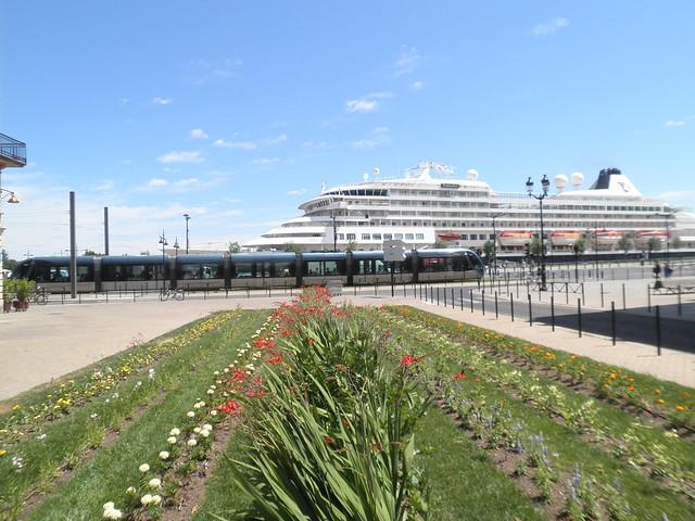 Prinsendam et le tramway de Bordeaux - Bordeaux - P5310056