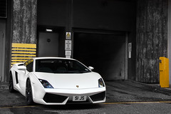 Pearlescent. (Alex Penfold) Tags: auto camera uk england white colour london cars alex sports car sport mobile canon photography eos hotel photo cafe cool flickr image awesome baloon ballon flash balloon picture super spot harrods knightsbridge exotic photograph lp spotted hyper 51 lamborghini js supercar spotting numberplate exotica gallardo sportscar sportscars supercars selective milenium lambo penfold 560 spotter pearlescent 2011 hypercar 60d hypercars lp560 51js alexpenfold