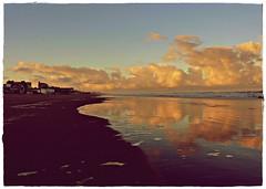 Con ganas de mar (priecheverria) Tags: atardecer mar playa arena cielo nubes olas reflejos espuma pinamar arenamojada
