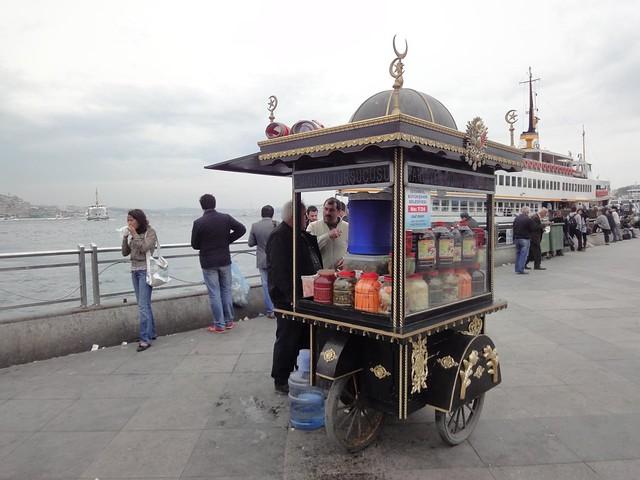 Carroça de pickles em Istambul