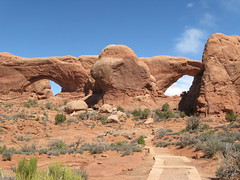 North and South Windows (Patricia Henschen) Tags: utah moab archesnationalpark northwindowarch southwindowarch pathscaminhos northandsouthwindowarches