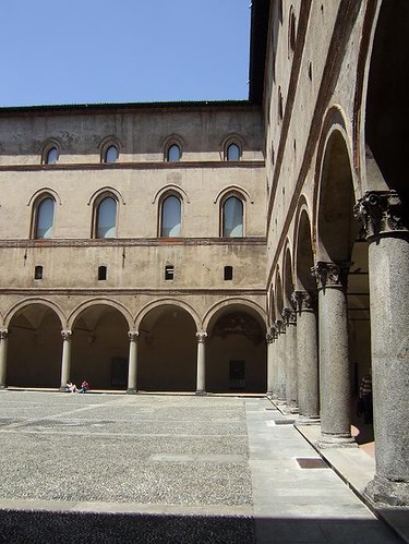 inner courtyard of Italian castle