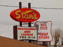 Stan's Restaurant And Lounge (Phydeaux460) Tags: old signs sign vintage neon tubes idaho signage glowing blackfootidaho olympuse30