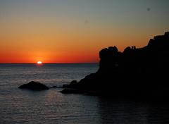 Adeu sol, fins dem. (Mar Coll del Tarr) Tags: sol atardecer noche mar agua nikon ibiza reflejo eivissa puesta rocas horizonte norte adios