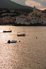 Cadaquès at dusk (VoLGio) Tags: costa canon boats eos barcos girona brava costabrava cadaques 40d 55250
