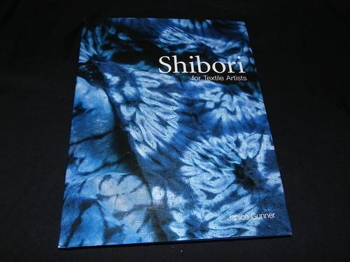 Super dica de livro para quem gosta de pintura em tecido!!!!! by Atelier Mônica de Godoi
