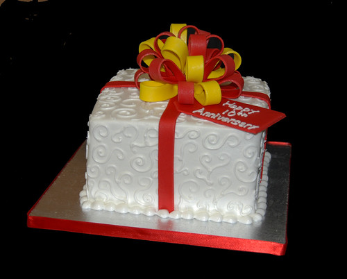 10th anniversary package cake red and yellow
