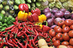 Colorful Veggies in Farmers Market, Guangzhou_HXT4969 (ohmytrip) Tags: guangzhou vegetables tomato pepper colorful farmersmarket peppers onion veggies multicolored heap foodanddrink variation freshness bellpepper healthyeating redchilipepper largegroupofobjects