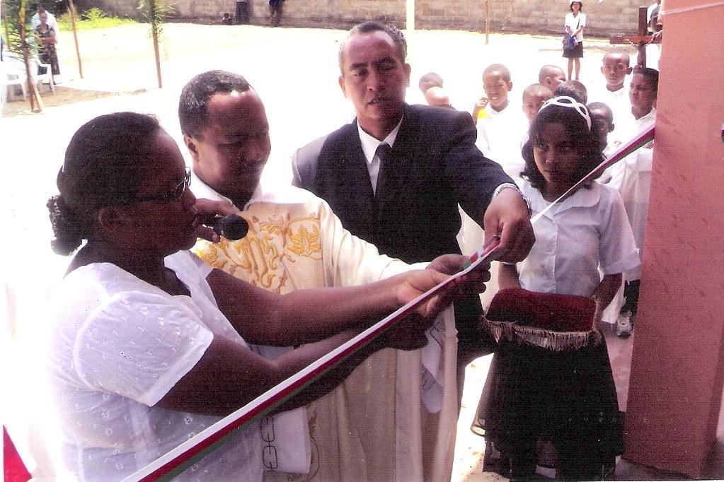 Inauguración oficial - Corte de la cinta