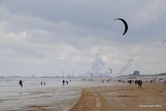 Windy beach in Holland (Amsterdam RAIL) Tags: people beach strand noordzee zee mei plage zandvoort branding mensen vlieger zandvoortaanzee