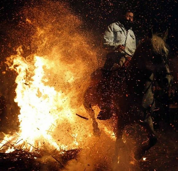 horses-through-the-fire-15