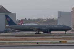 United 777 taxiing at LAX (SBGrad) Tags: losangeles aperture nikon boeing lax nikkor 777 unitedairlines alr staralliance 2011 d90 777200 klax aerotagged 80200mmf28dafs aero:series=200 aero:man=boeing aero:model=777 aero:airport=klax aero:airline=ual aero:special=er n227ua aero:tail=n227ua