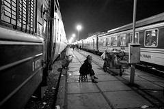 [21:50 to Lào Cai] (.cascata.) Tags: bw station lady night train dark railway vietnam snack vendor hanoi sapa laocai somewhat sleepertrain sorryforthequality butmaybethehighisoadds tothemood