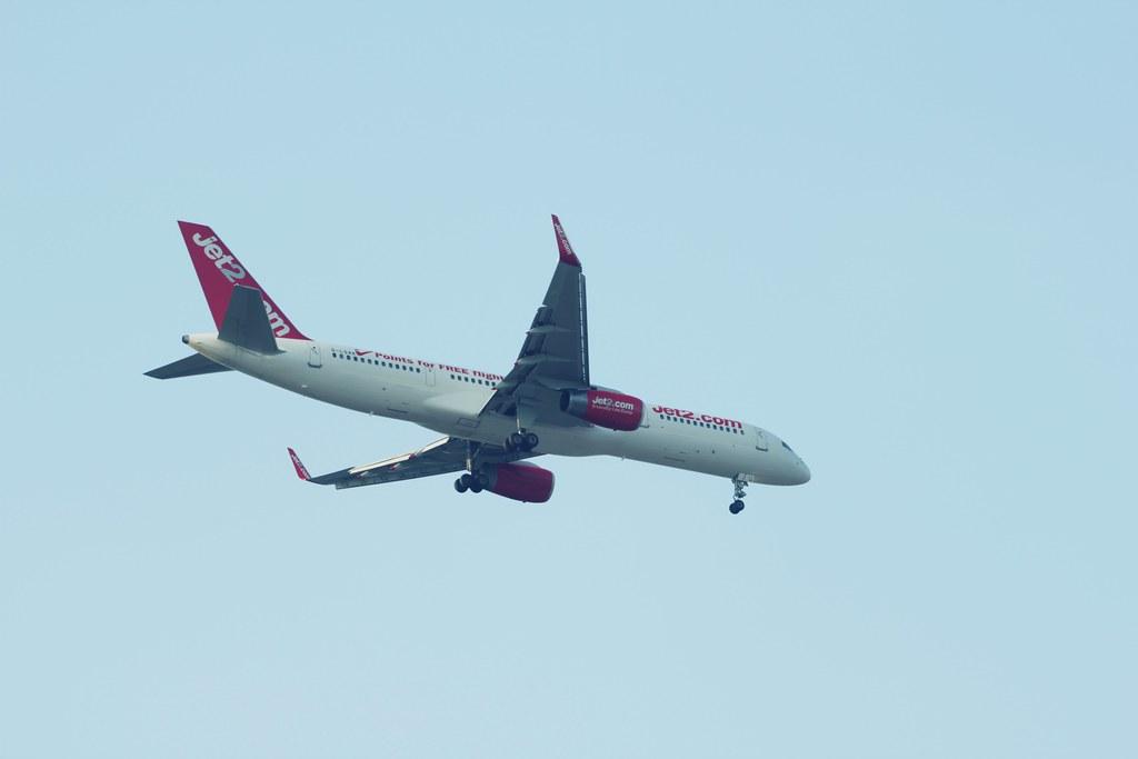 Boeing 757-23N prepared to land at East Midlands Airport