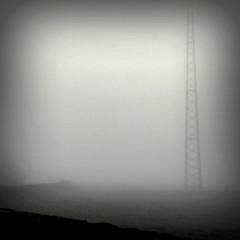 Alta tenso #IMG_0717 (filipe franco) Tags: muro fog landscape poste nebel paisagem nebbia pai niebla dimma nevoeiro  kubrickslook