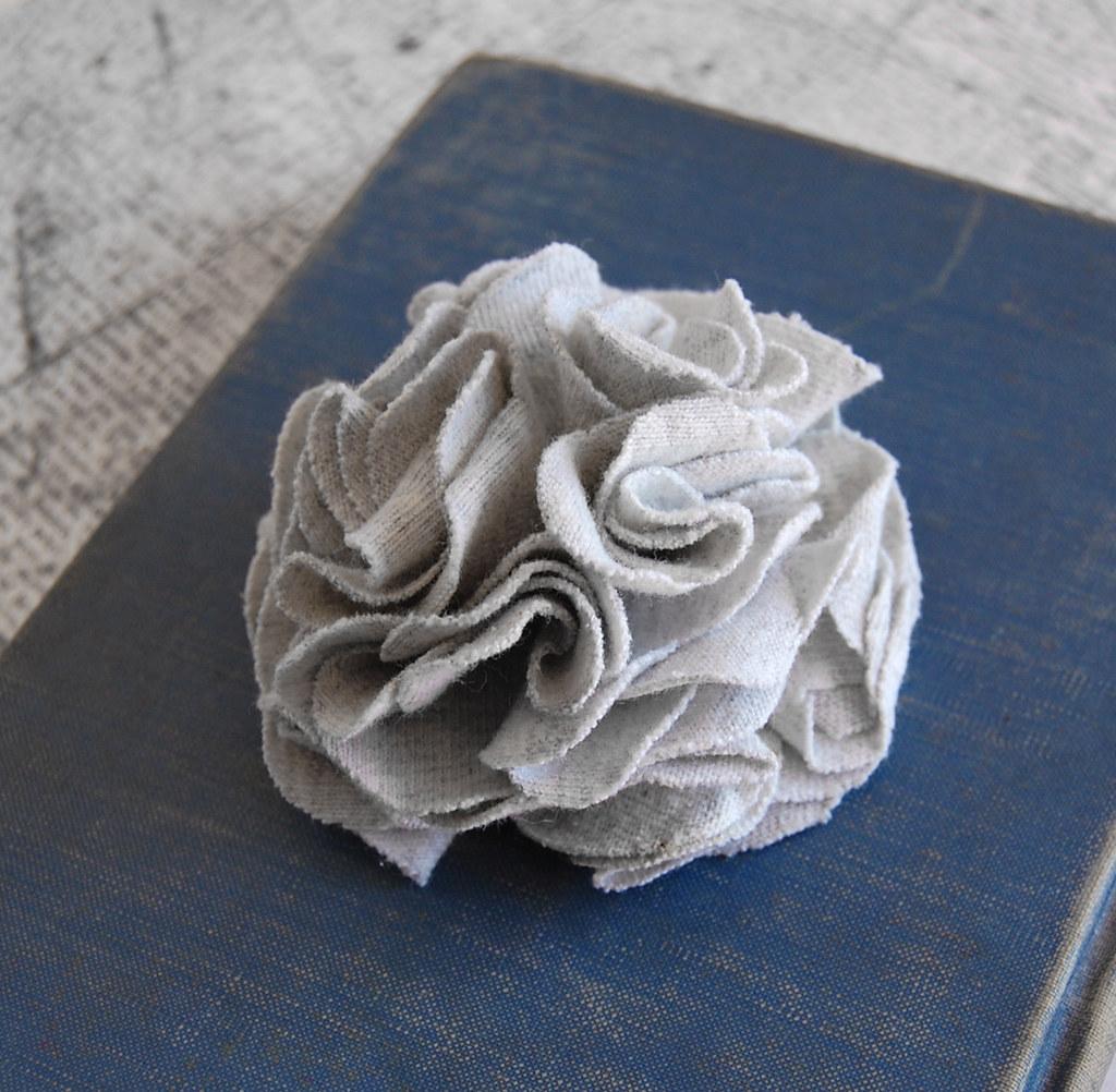 Light Gray Carnation Clip