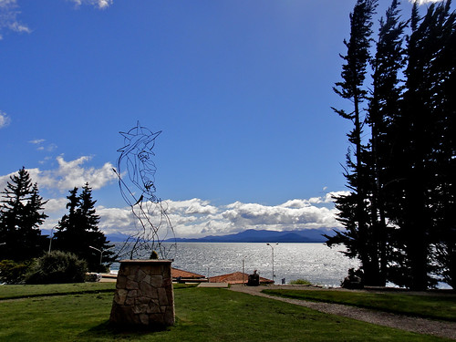 Sculpture in front of Lago Nahuel Huapi in Bariloche