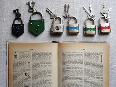 lucky me (ins nogueira) Tags: vintage cadeados dicionrioilustradodefrancs