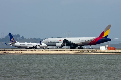United Airlines Boeing 737-824 N16217 and Asiana Airlines Boeing 777