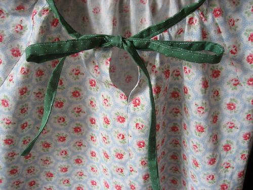 Blouse tie detail