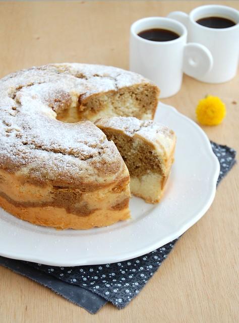 Lemon molasses marble cake / Bolo mármore de limão siciliano e melado