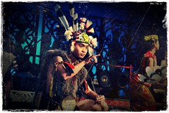 iban dude can rocking too (adliazaddin) Tags: show dance village traditional sarawak malaysia damai cultural iban