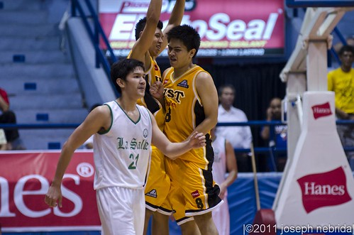 2011 FilOil Flying V Preseason Tournament: UST Growling Tigers vs. De La Salle Green Archers, Opening Day