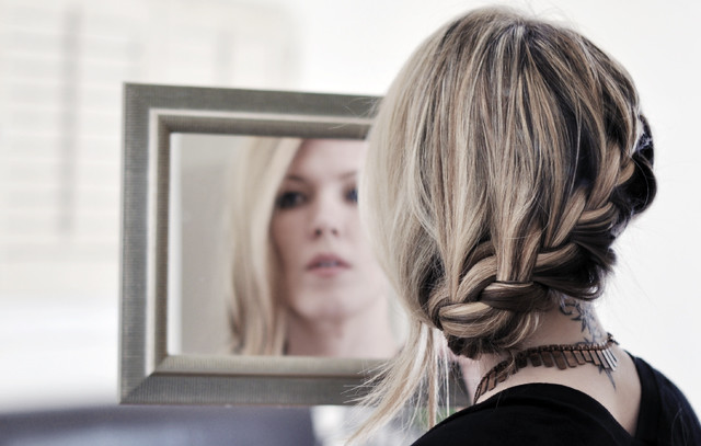 braid hair tutorial + reflection in the mirror
