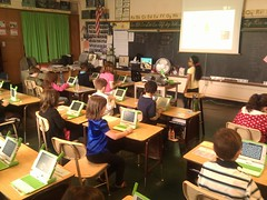 Intro to the xo given to 2nd grade class today in prep for loaning out #olpc