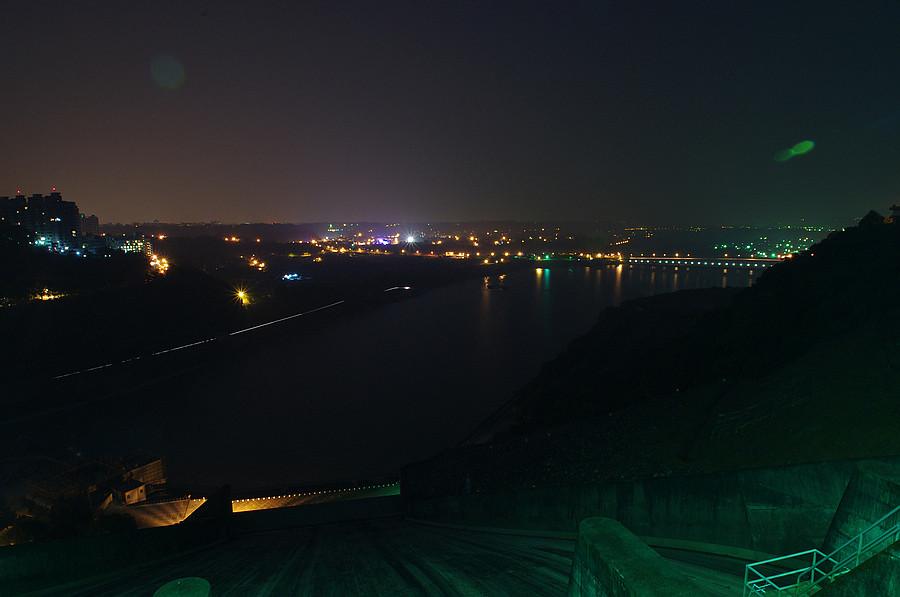 夜探石門水庫
