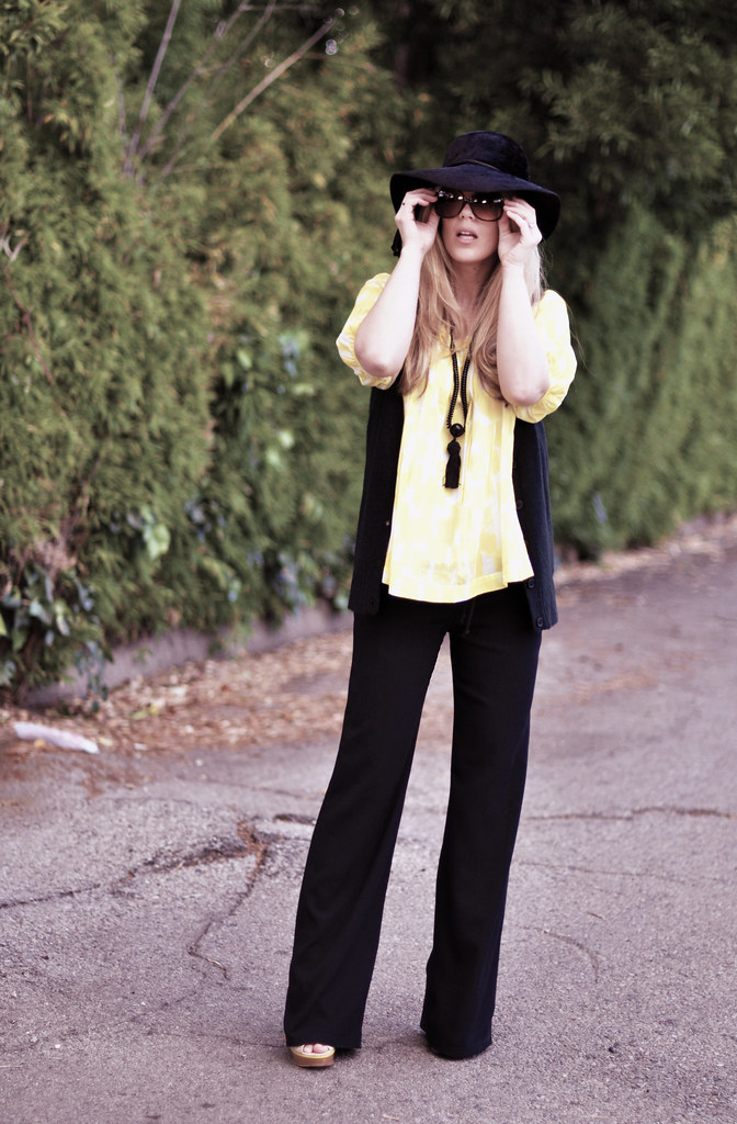 yellow and black  outfit  60s 70s look