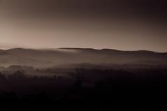 Aube (Photonaute) Tags: bw landscape noiretblanc tuscany paysage toscane landschaft toskana morgengrauen