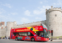 Windsor Castle and City Sight Seeing Bus-149 (Scott A. McNealy @noboundaryphotography) Tags: uk greatbritain england spring unitedkingdom sightseeing april windsor berkshire windsorcastle canons longwalk tourbus 21gunsalute royalcelebration scottamcnealyphotographer queenelizabethbirthdaycelebration queenelizabeths85birthdaycelebrationswindsor2011 citysightseeingwindsorbus