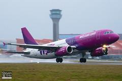 HA-LPI - 2752 - Wizzair - Airbus A320-232 - Luton - 110215 - Steven Gray - IMG_9636