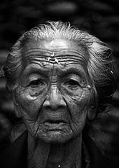 long time ago (digger- on/off) Tags: old portrait bali woman white black canon indonesia eos asia asien holy tamron tirta empul heilig falten 40d 18270mm