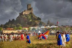 Marchando bajo la lluvia (34º y 35º EXPLORE / 29 y 30-04-2011) (Jose Casielles) Tags: color luz lluvia guerra nubes castillo batalla yecla soldados almansa castillodealmansa batalladealmansa fotografíasjcasielles
