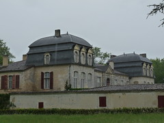 Château de Trenquelléon, fin XVIIIe siècle, demeure natale de Adèle de Batz de Trenquelléon (1789-1828), fondatrice des Filles de Marie Immaculée (sœurs marianistes), en 1816. Limon, commune de Feugarolles (Lot-et-Garonne), samedi 23 avril 2011. (Guillaume Cingal) Tags: castle château 47 limon lotetgaronne 23avril2011 feugarolles trenquelléon