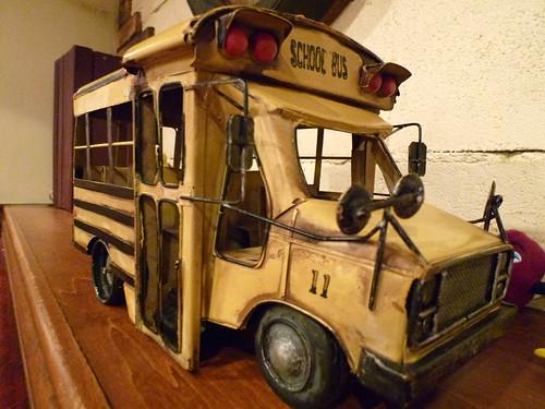 スクールバスの模型