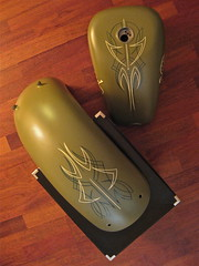Pinstriping - Finished (Marius Mellebye / 276ccm) Tags: leaf brush harleydavidson motorcycle custom build mack gastank pinstriping bobber mariusmellebye 1shot 276ccm backfender gildinggold
