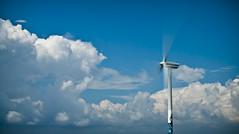 Moviendo las nubes (La_Chiquilla) Tags: nikon viento molino cielo nubes nikkor bueno hoya novio 35mmf18 d80 ndx400