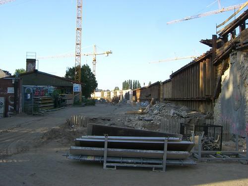 Stück für Stück entsteht auch die neu Stützwand an der Ringbahn