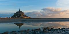 Le Mont Saint Michel (Q-BEE) Tags: sunset france dawn frankreich normandie montstmichel montsaintmichel abigfave saintmichaelsrock
